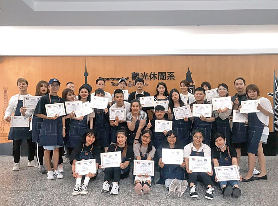 龍華科大新南向專班學子杯測師考證成績優異 通過率近百分百-技職教育